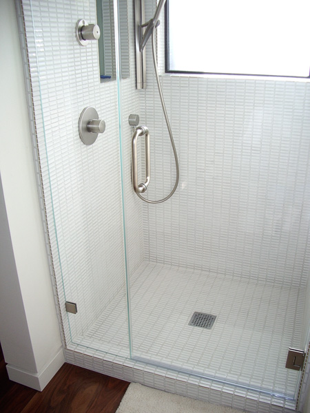 white rectangle mosaic shower stall, with curb and recessed niche